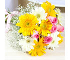 Giftacrossindia Hand Tied Bunch of Yellow and White Gerberas with Pink Roses (GAIMPHD0017), 1000 gms