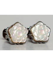 BLACKSMITHH CUFFLINKS - A UNIQUE FLORAL DESIGN IN WHITE MOTHER OF PEARL SET IN A SILVER PLATED CASE